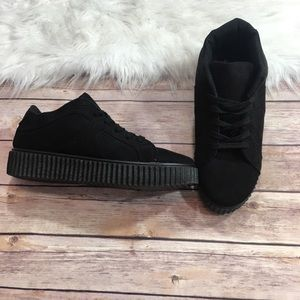 Quipid woman's size 9 black platform creepers